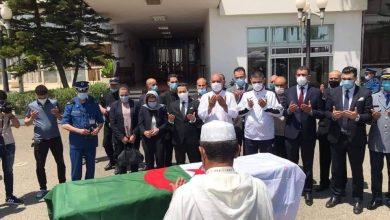 صورة وصول جثمان الحارس الدولي السابق سمير حجاوي إلى أرض الوطن