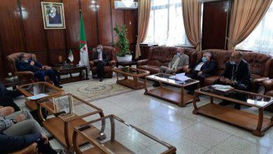 صورة بن بوزيد يستقبل أعضاء النقابة الجزائرية للشبه الطبي للتطرق حول القضايا الهامة في القطاع