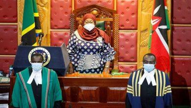 صورة الرئيسة التنزانية تشدد على ارتداء الكمامات متخلية عن عن سياسة سلفها الراحل جون ماجوفولي