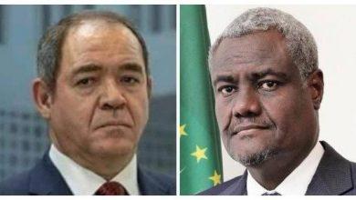 صورة صبري بوقادوم يتباحث مع  رئيس مفوضية الاتحاد  الإفريقي
