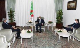 صورة رئيس الجمهورية يستقبل سفراء كل من موريتانيا، رومانيا وجمهورية كوريا