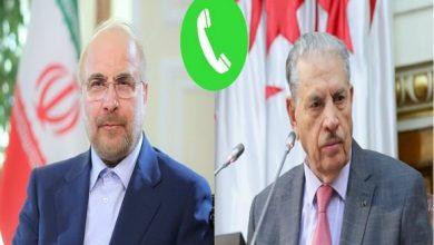صورة قوجيل يتحادث هاتفيا مع رئيس مجلس الشورى الإيراني