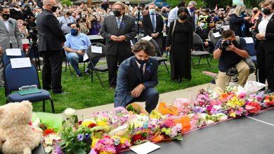 صورة رئيس وزراء كندا في وقفة احتجاجية عقب مقتل أسرة مسلمة