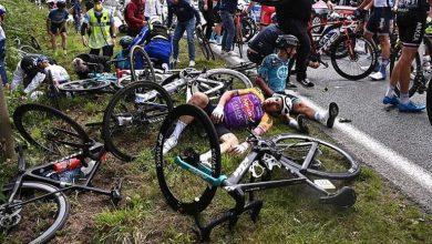 """صورة سباق فرنسا.. فوضى وسقوط الدراجين والسبب """"جنون الشهرة"""""""
