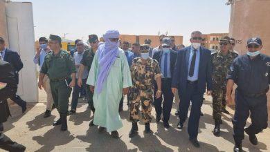 صورة والي إيليزي يتفقد معبر الدبداب  الحدودي مع ليبيا قبل فتحه