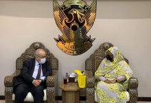 صورة لعمامرة في زيارة عمل إلى السودان