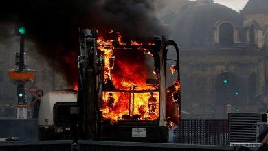 صورة احتجاجات تضرب العاصمة الفرنسية ضد إجراءات أعلنها ماكرون