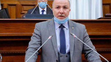 صورة الوزير الأول يقدم تعازيه لأسر ضحايا حادث مرور بغرداية