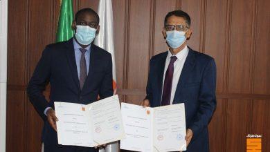 صورة توقيع اتفاقية تعاون بين المعهد الجزائري للبترول ونظيره السينغالي