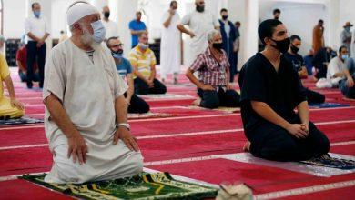صورة فتح المساجد لصلاتي المغرب والعشاء