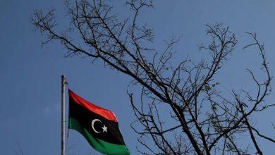 صورة انتشال جثة من مقبرة فردية في ترهونة الليبية