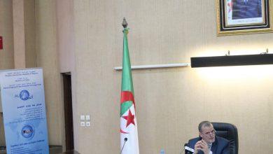 صورة رزيق يشرف على تنصيب لجنة متابعة التجارة الخارجية