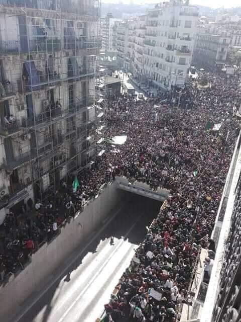 Photo de Des marches imposantes à Alger et dans d'autres wilayas pour le changement