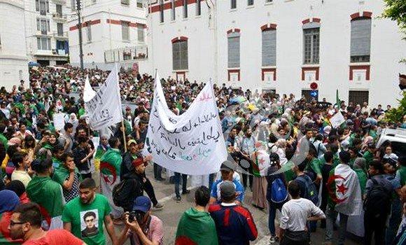 Photo de 19 mai : marches et sit-in des étudiants pour appuyer les revendications du Hirak