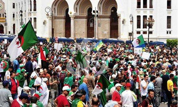 Photo de 14ème vendredi des marches: les citoyens revendiquent le départ des symboles du système