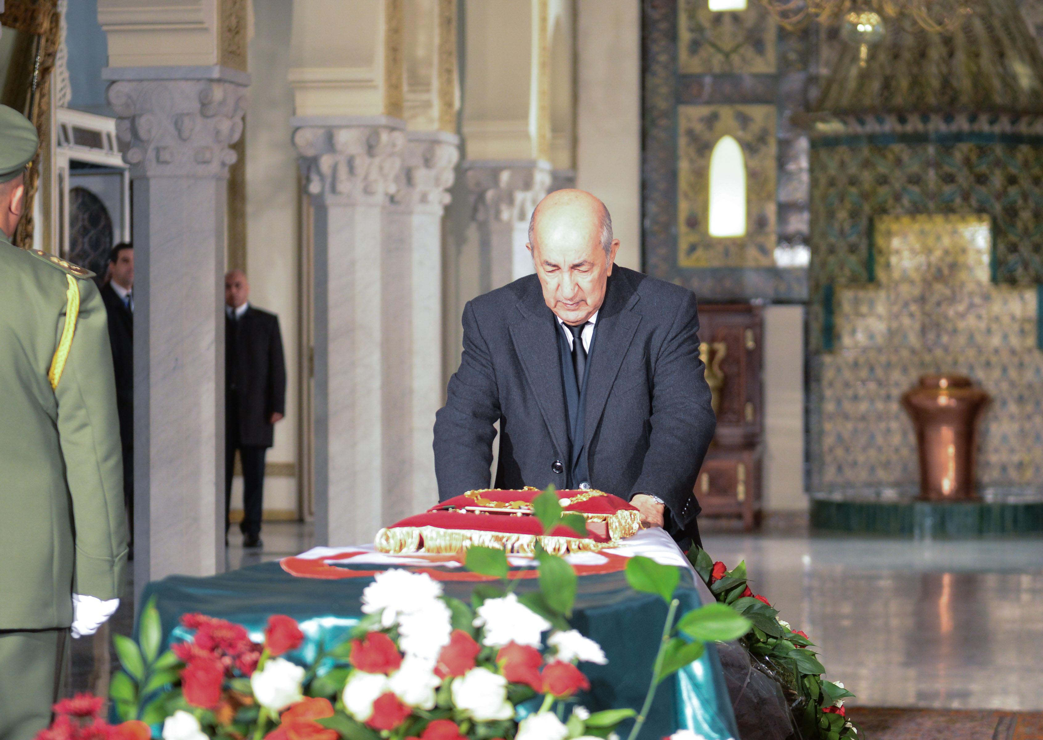 Photo de Le président Tebboune se recueille à la mémoire du défunt Gaïd Salah