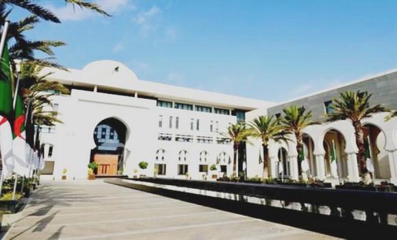 Photo de Le ministère des Affaires étrangères suit de près la situation des Algériens bloqués à l'étranger