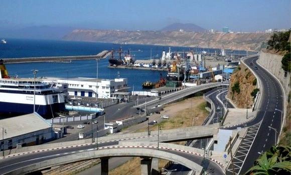 Photo de Covid-19: le port d'Oran maintient son volume d'activités commerciales