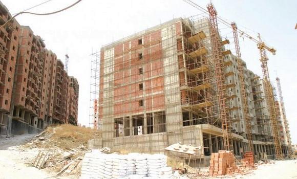 Photo de plusieurs projets du secteur des travaux publics au point mort